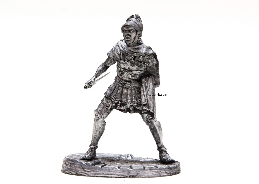 1:32 Scale Metal Miniature of  Roman Tribune